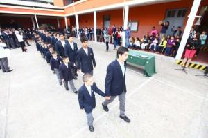 Alumnos de cuarto medio de colegio El Salvador vivieron su último primer día de clases