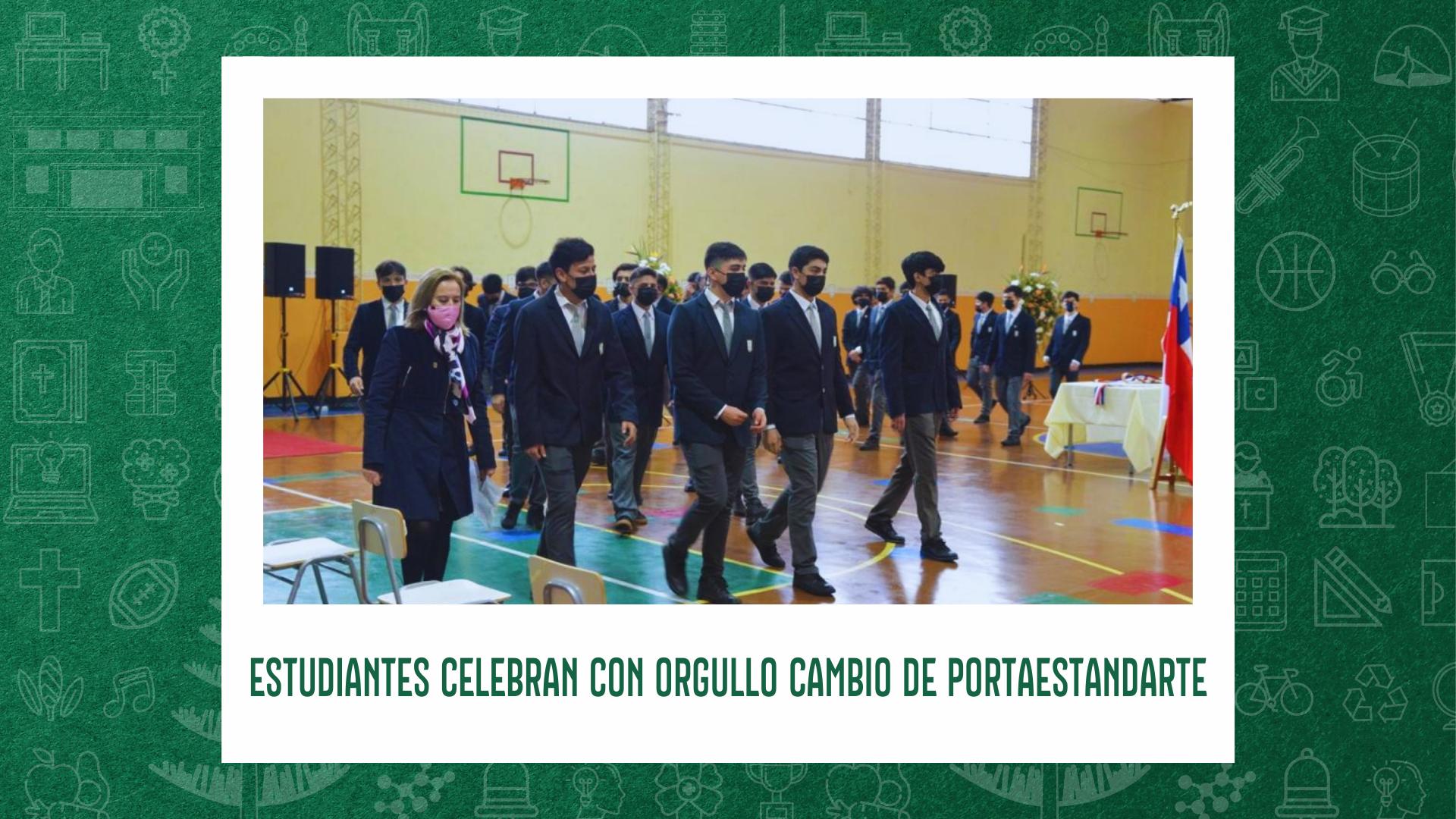 ESTUDIANTES CELEBRAN CON ORGULLO CAMBIO DE PORTAESTANDARTE